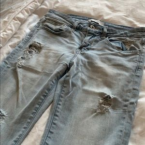 ABERCROMBIE LIGHT WASH JEANS (RIPPED)